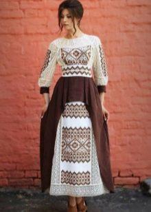 Бело-коричневое платье с этническим принтом