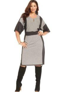 Трикотажное серое платье для полных