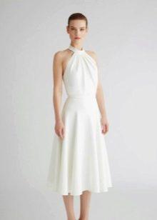 Белое трикотажное платье а-силуэта
