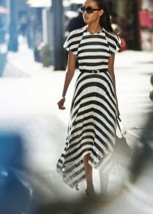 Трикотажное платье в черную полоску