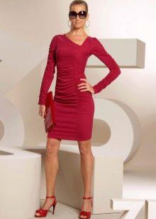 Трикотажное платье с асимметричным вырезом
