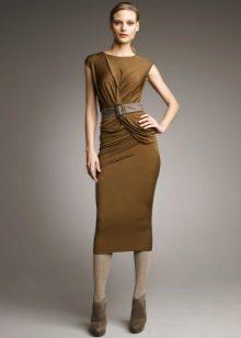 Трикотажное платье с драпировкой оливковое