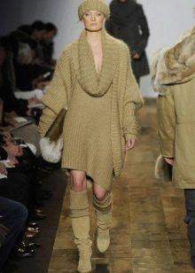 Зимнее трикотажное платье-свитер