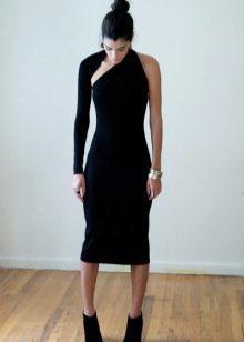 Трикотажное черное облегающее платье