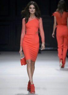Трикотажное короткое платье морковного цвета