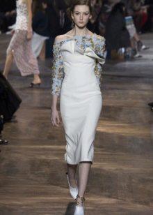 Весеннее платье с прямым  рукавом