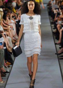 Вязанное весеннее платье белое