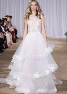 Свадебное платье с кружевом из весенней коллекции