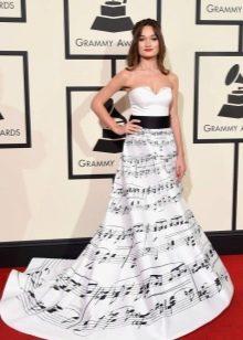 Весеннее платье с принтом с ковровой дорожки