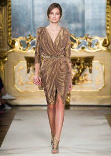 Весеннее платье с запахом золотое