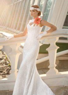 пример цветка из ткани на свадебном платье