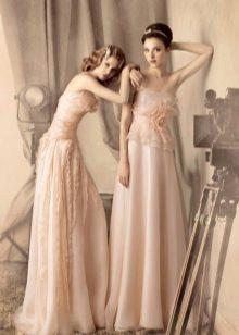 Свадебное платье с цветком из ткани