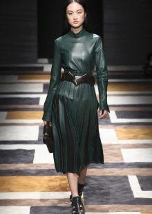 Кожаное платье зеленое миди
