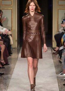 Кожаное платье коричневое закрытое