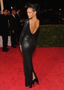 Кожаное платье прямое с открытой спиной