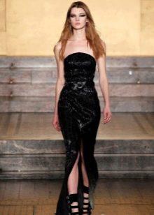 Кожаное платье с открытыми плечами в пол