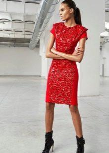 Трикотажное платье с кожаной полосой