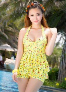 Купальное платье лимонного цвета с мелким принтом