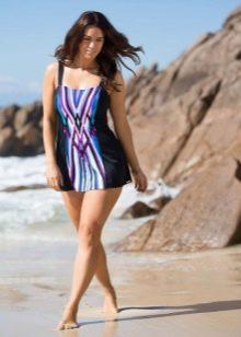 Короткое купальное платье с темными боковыми вставками для полных