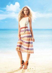 Цветная обувь к летнему платью