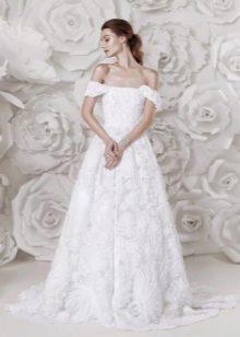 Осеннее платье свадебное с приспущенными плечами