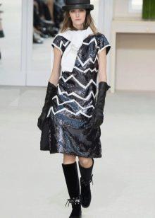 Осеннее платье  с принтом от Шанель