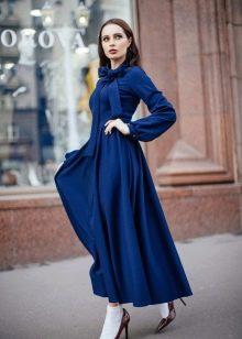 Осеннее платье а-силуэта синее