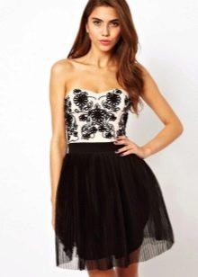 Короткое черно-белое платье-бандо