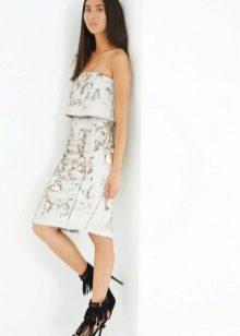 Платье-бандо с прямой юбкой средней длины