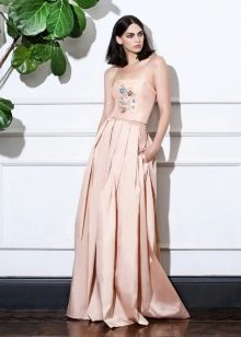 Платье без бретелей А-силуэта бежевое