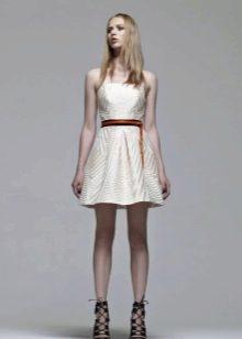 Платье без бретелей белое пышное