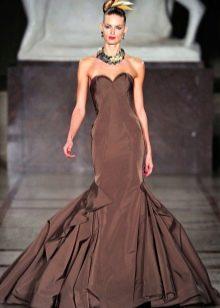 Платье без бретелей годе