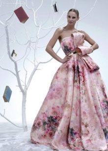 Платье без бретелей пышное цветное