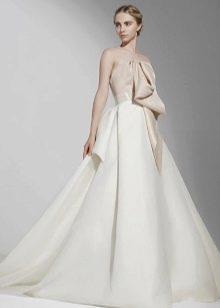 Платье без бретелей свадебное с бантом
