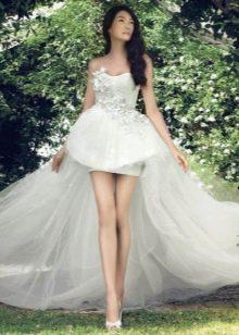 Платье без бретелей свадебное короткое со шлефом