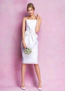 Платье без бретелей свадебное прямое короткое