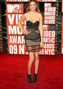 Короткое платье-бюстье