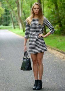 Шерстяное платье гусиные лапки