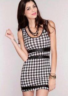 Короткое обтягивающее платье гусиные лапки