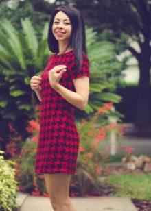 Короткое красно-черное платье гусиные лапки с коротким рукавом
