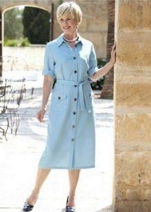 Повседневное платье-халат голубого цвета на пуговицах