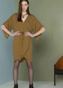 Платье-халат с запахом и широкими рукавами