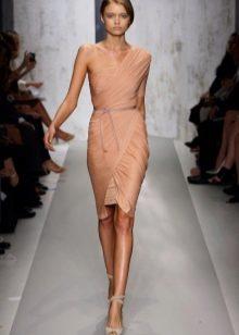 Платье из джерси бежевое с драпировкой