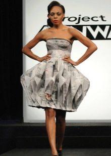 Платье из бумаги с газеты