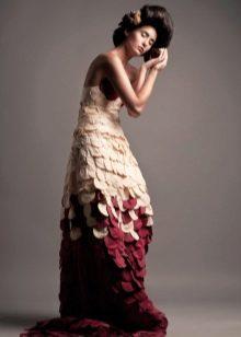Платье из бумаги в пол