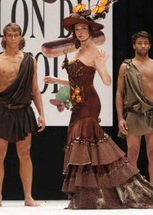 Шоколадное платье со шлейфом