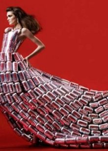 Платье из волос банок с под пива