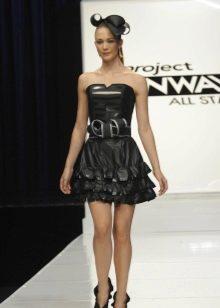 Платье из мусорного мешка