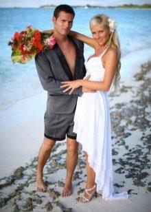 Асимметричное свадебное платье-майка
