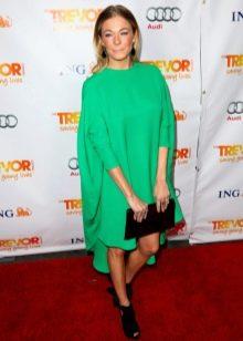 Зеленое платье-мешок с асимметричным подолом